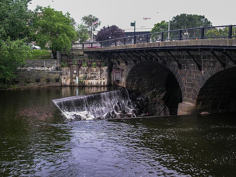 File:Pawtucket (Rhode Island, USA), Bridge over Blackstone River (Main Street) -- 2006 -- 4.jpg