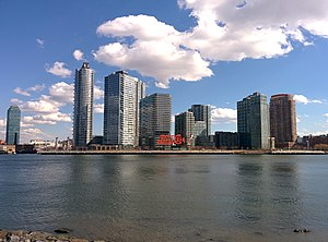 Gantry Plaza State Park - The park as seen from Roosevelt Island.