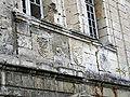 Picquigny château (3 blasons pavillon Sévigné) 2.jpg