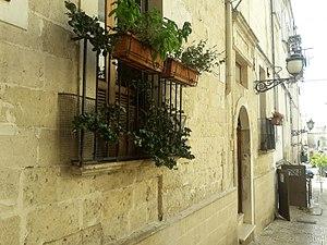 Grottaglie - Particolare della facciata di una abitazione del centro storico