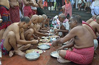 Śrāddha - A mass Pinda Pradaana is being done at the Jagannath Ghat, Kolkata, at end of the Pitru Paksha.
