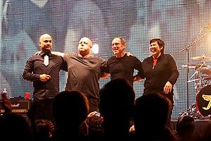 Die Band auf der Bühne lächelte