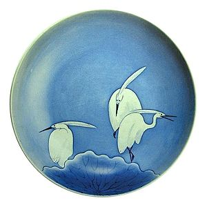 Nabeshima ware - Nabeshima ware tripod large dish with heron design, underglaze blue, c. 1690-1710s (Important Cultural Property)