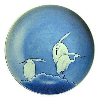 Kyushu Ceramic Museum - Large dish with heron design, underglaze blue, 1690-1710s, Okawachi kiln, Hizen, Important Cultural Property