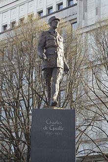 http://upload.wikimedia.org/wikipedia/commons/thumb/e/e9/Pomnik_Charles%27a_de_Gaulle%27a_w_Warszawie.jpg/220px-Pomnik_Charles%27a_de_Gaulle%27a_w_Warszawie.jpg