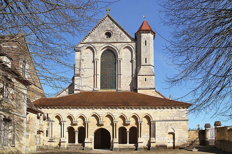Façade de l'abbatiale de Pontigny