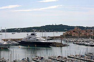 Octopus (yacht) - Octopus in Antibes Port Vauban, in 2009