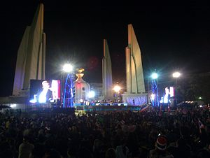 2013–2014 Thai political crisis - Protesters at Democracy Monument on 30 November