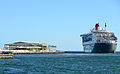 Queen Mary 2 in Port Melbourne (12585491204).jpg
