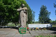 Radensk Brothery Graves and Monument in Honour of WW2 Warriors 02 (YDS 0436).jpg