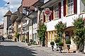 Rathausgasse mit Schloss und Hotel Weisses Kreuz in Murten.jpg