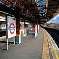 Ravenscourt Park tube station (westbound platform)- 2013-12-06 02-15.jpg