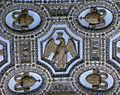 Rom - San Pietro - Decken Ornament Eingang (7516858218).jpg