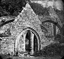 https://upload.wikimedia.org/wikipedia/commons/thumb/e/e9/Ruines_de_la_chapelle_de_Pont-Christ.jpg/220px-Ruines_de_la_chapelle_de_Pont-Christ.jpg