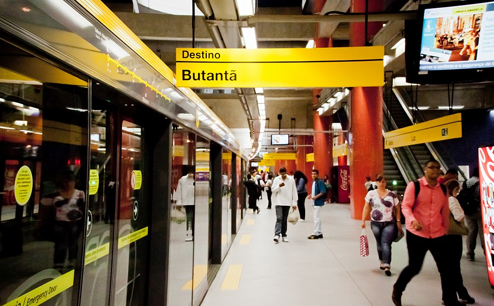São Paulo Subway - A yellow session. People going home