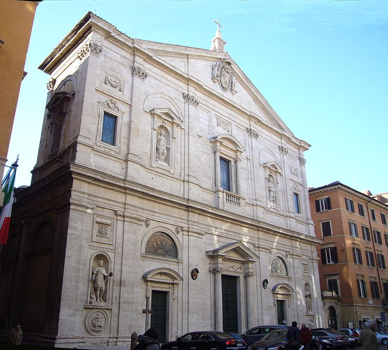 Kyrkans fasad.