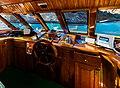 Sala de mandos del yate Darwing, islas Galápagos, Ecuador, 2015-07-24, DD 05.JPG