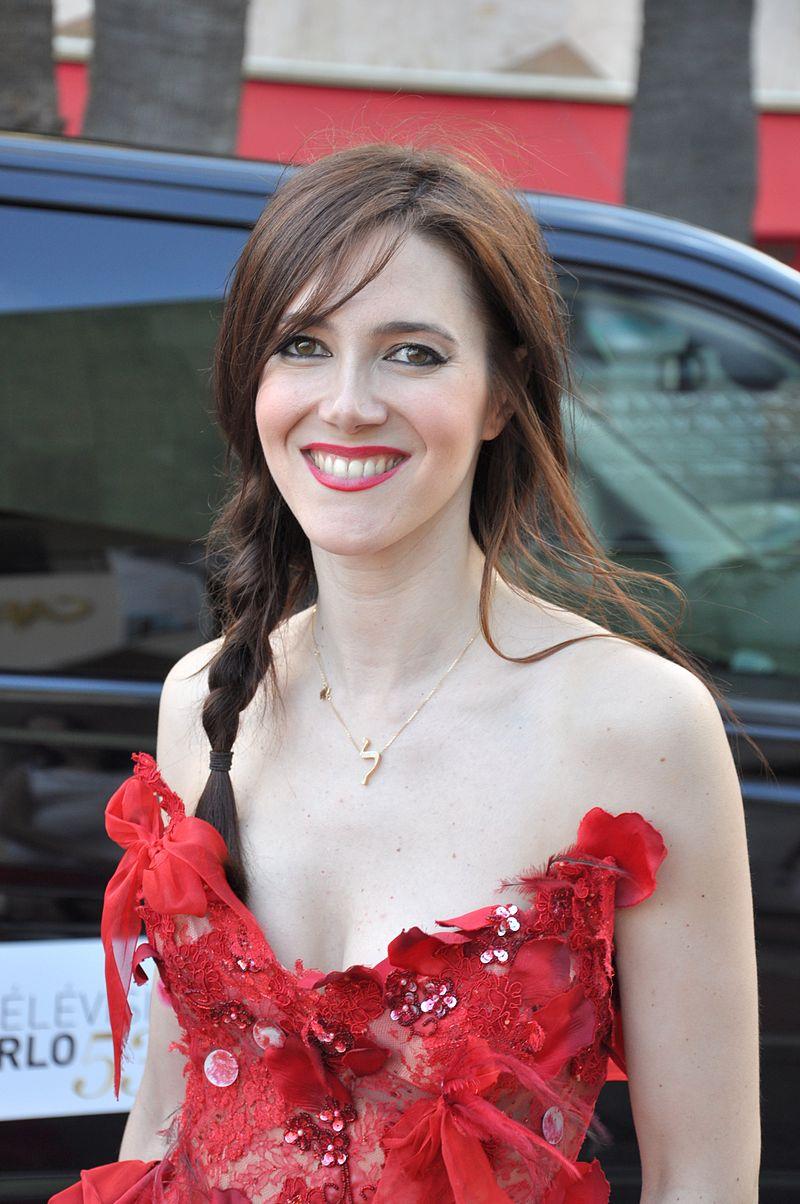 Sandra Lou au festival de la télévision de Monte-Carlo en 2013. | Photo : Wikimedia