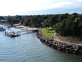 Sans Souci, from Captain Cook Bridge, New South Wales (2010-07-25).jpg