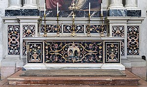 Abbey of Santa Giustina - Image: Santa Giustina (Padua) Left nave – Chapel of St. James the Less – Altar in polychrome stones