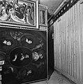 Schilderijen hangen aan beweegbare hekwerken, Bestanddeelnr 900-2436.jpg