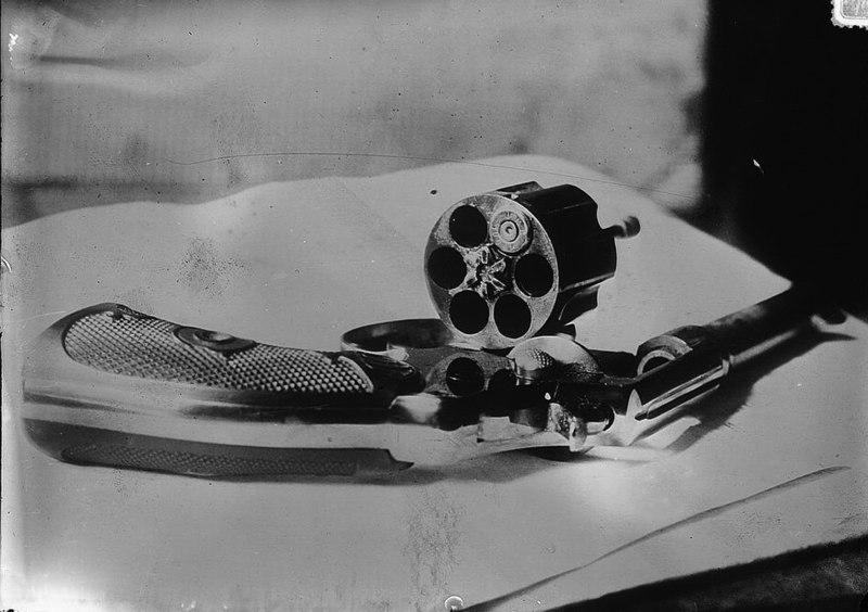 File:Schrank Revolver.jpg