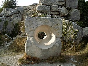 Tout Quarry - Image: Sculpture at Tout Quarry Portland geograph.org.uk 468783