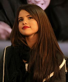 Wikipedia: Selena Marie Gomez at Wikipedia: 266px-Selena_Gomez_December_2010_2