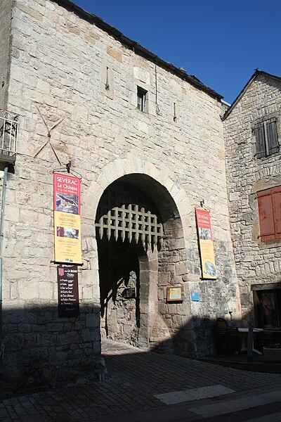 Sévérac-le-Château (Aveyron) - porte du bourg.