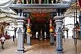 Singapore Tempel Sri Srinvasa Perumal Innen 1.jpg