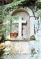 Skalní kaplička u cesty z Mezné k lávce v Divoké soutěsce (Q78787980) 02.jpg