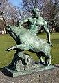 Skulptur Lützowplatz (Tierg) Herkules und der erymantische Eber Louis Tuaillon1904.jpg