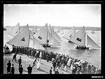 Spectators viewing the start of an 18 footer race off Clark Island (6984887818).jpg