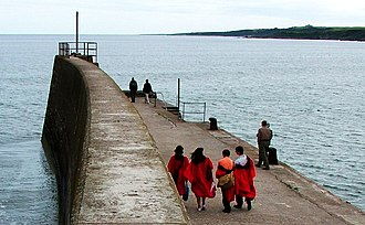 Academic dress of the University of St Andrews - Gowned St Andrews undergraduates on the town pier.