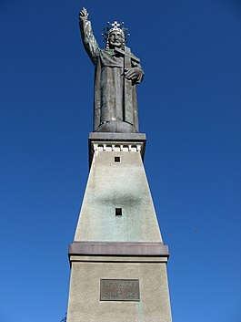 Lens - Statue du Christ Roi above Lens village