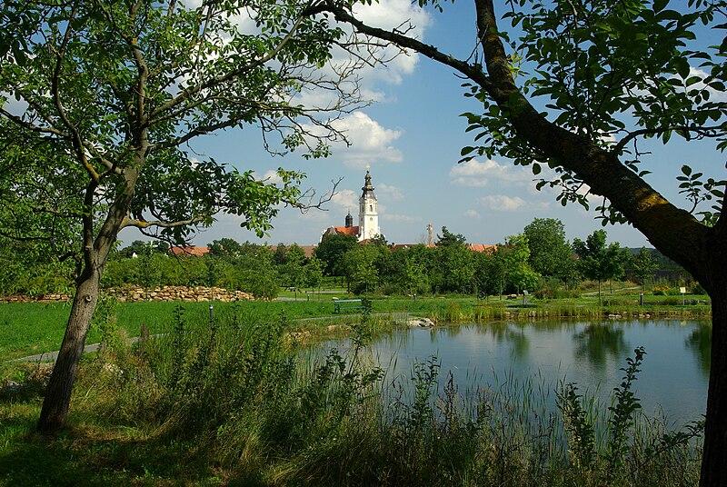 Datei:Stift Altenburg Garten.jpg