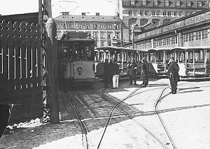 1909 in Sweden - Police officers guard streetcars during the general strike.