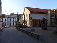 Strančice, Ulička, pošta a nádraží.jpg