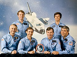 v.l.n.r. Owen Garriott, Byron Lichtenberg, Brewster Shaw, John Young, Ulf Merbold, Robert Parker