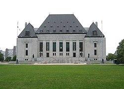 Bíró kizárták a randevú ügyész miatt