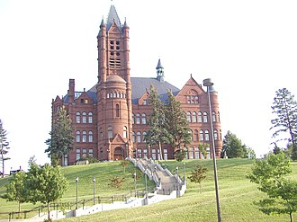 Syracuse University - Crouse College, a Romanesque building completed in 1889, housed the first College of Fine Arts in the U.S. It is now the home of the College of Visual and Performing Arts and the Setnor School of Music.