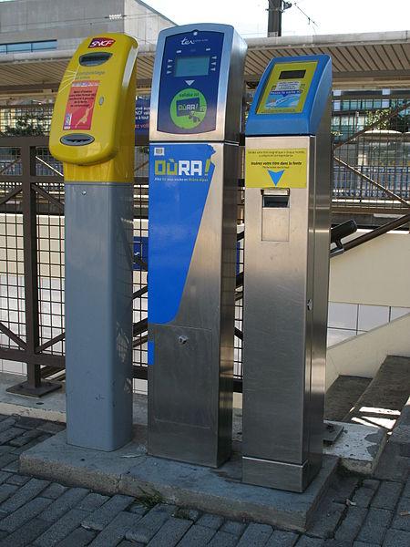 File:TER Rhône-Alpes Gare de Grenoble (2).JPG