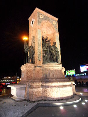 Republic Monument - Monument at night
