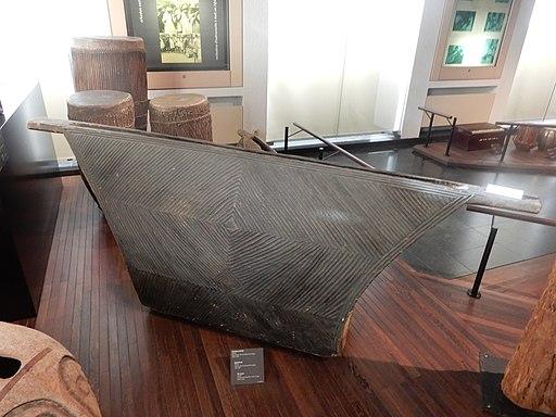 Tambour à fente conservé congolais