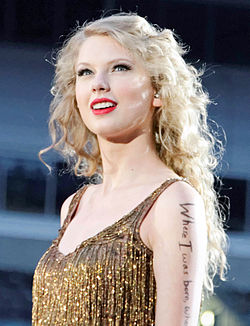 Свифт на концерте Speak Now World Tour в июне 2011