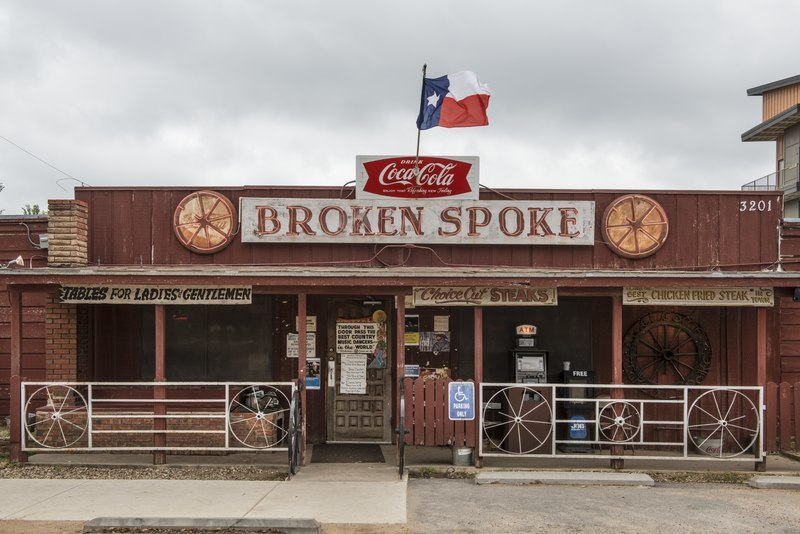 "File:The Broken Spoke, a dance hall and self-proclaimed ""honky-tonk,"" or bar that provides musical (usually country) entertainment, in Austin, Texas LCCN2014632761.tif"