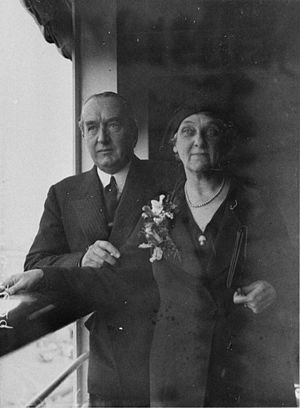 Ethel Bruce - Ethel and Stanley Bruce arrive in London, c. 1931