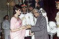 The Vice Chairperson and Editorial Director of The Hindustan Times Ltd. Smt. Shobhana Bhartia receives the Padma Shri award from the President Dr. A.P.J. Abdul Kalam in New Delhi on March 28, 2005.jpg
