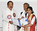 The Vice President, Shri M. Venkaiah Naidu presenting the gold medals and certificates to Students, at the Convocation of the ICFAI University, in Dehradun, Uttarakhand.JPG