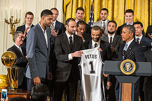 Tim Duncan, Manu Ginobili and Tony Parker present President Barack Obama with a Spurs jersey 2015-01-12.jpg